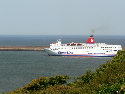 Ferry arriving behind the fort