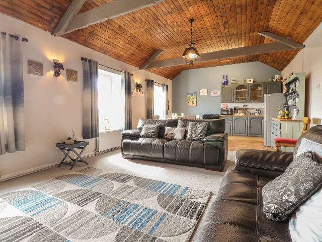 Sea View Apartment at The Colliers Arms, Pwll